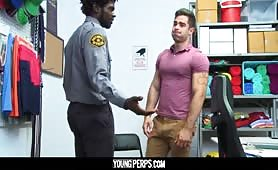 Security guard shoves his BBC in a muscular stud